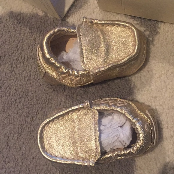 7a1fcc43d97f9 Baby girl gold Uggs
